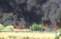 Un almacén de neumáticos arde en El Viso