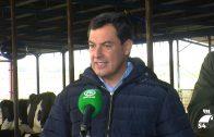 Juan Manuel Moreno Bonilla visita la explotación ganadera El Cruce